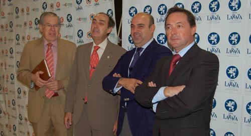 Por orden: D. José María Nieto, D. Carlos González-Vilardell, D. Pedro Sánchez-Cuerda y D. Santiago Campos durante el Desayuno con el Colegio de Médicos de Sevilla